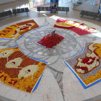 新潟空港にチューリップの花絵が展示されています!
